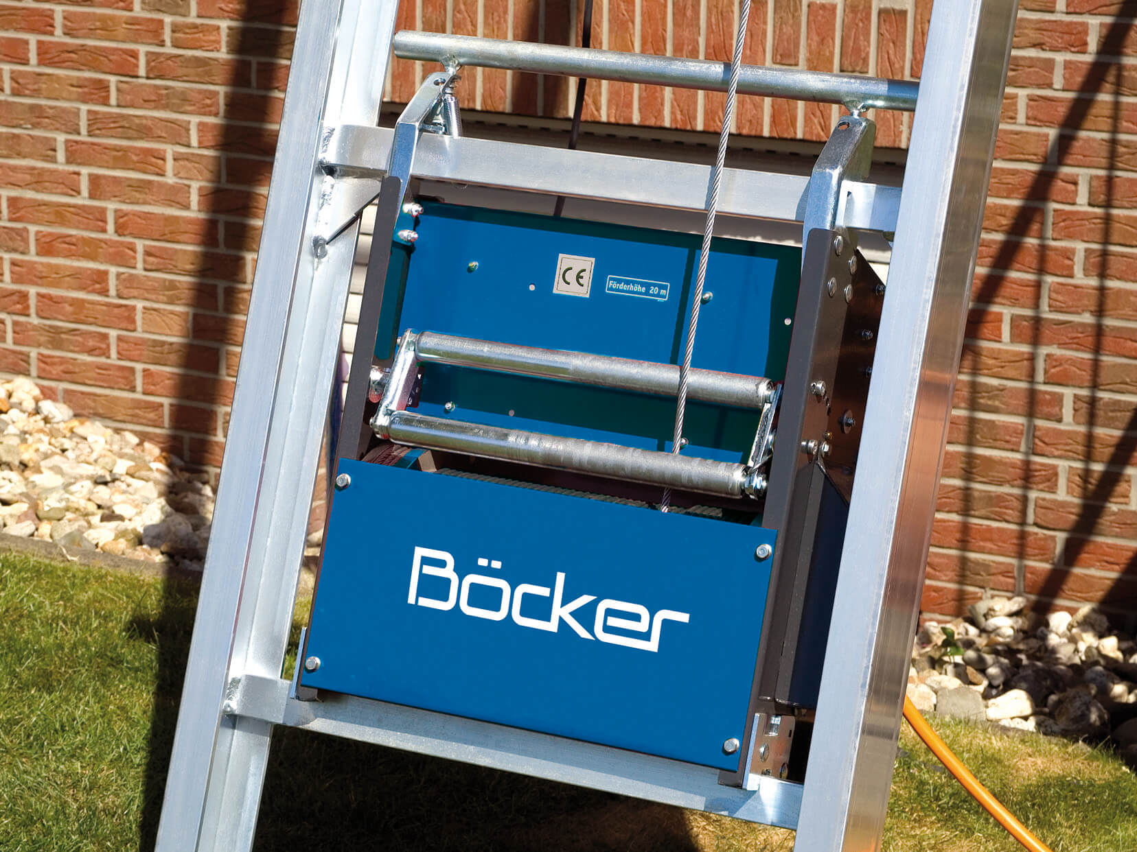 Böcker_Toplift_Aggregat_blau_web